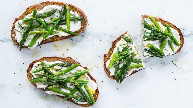asparagus ricotta toast